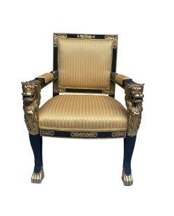 Luxe stoel met leeuwenkoppen