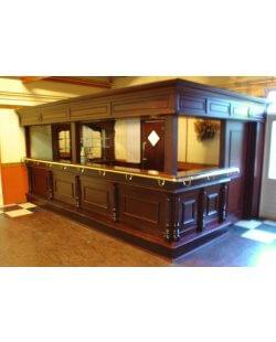 Massief mahonie houten cafebar met achterkast, luifel en afsluitbare rolluiken