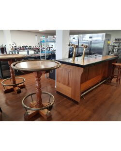 Occasion - Bar met messing armbuis en 2 statafels